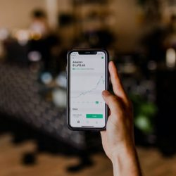 investing app on cell phone